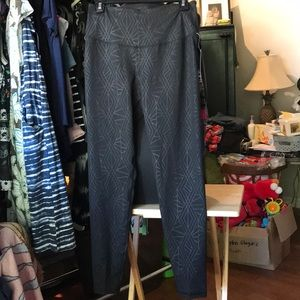 NWT L Old Navy Compression Pants